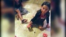 Une fillette a la peur de sa vie à cause d'une grenouille