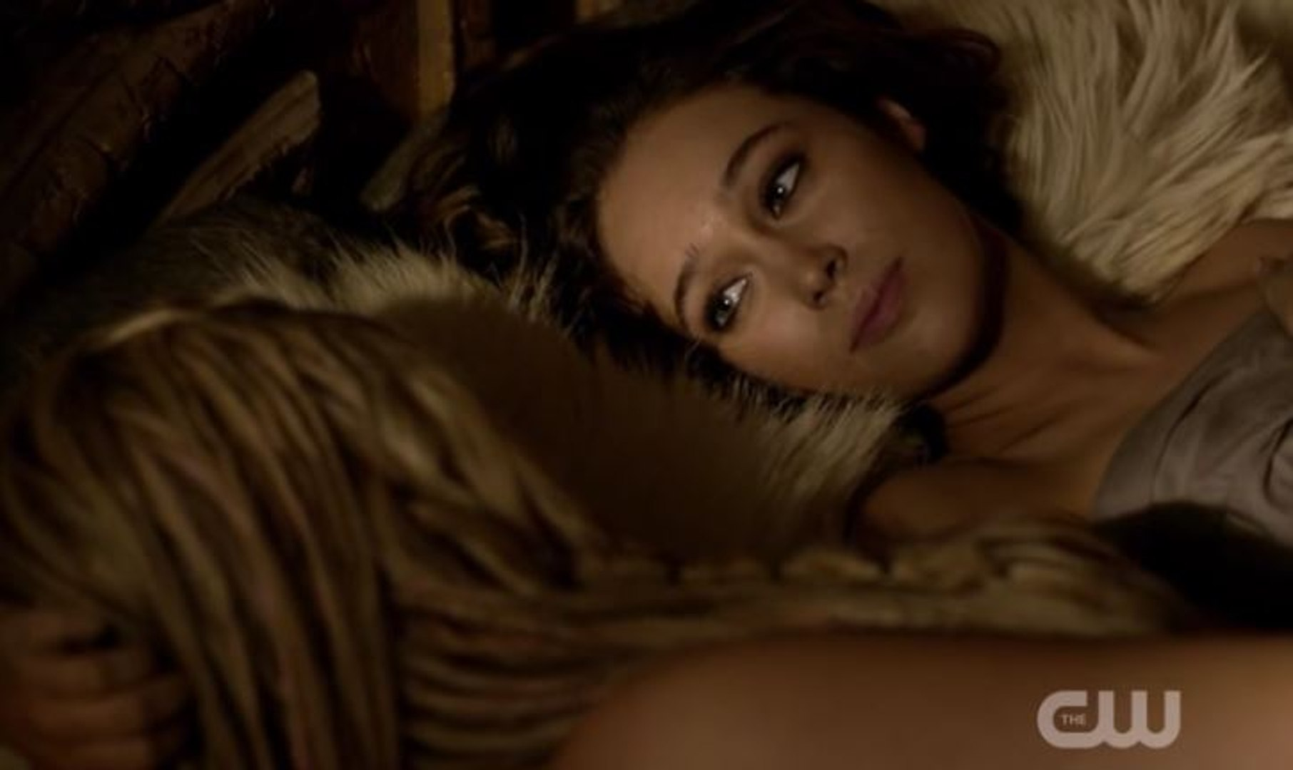 Alycia Debnam Carey Nackt the 100 : clarke and lexa bed scene (alycia debnam-carey)