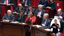 Michel Sapin s'amuse avec ses chaussettes rouges en pleine séance à l'Assemblée Nationale