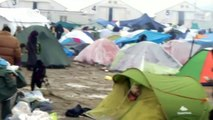 Refugees in Greek border town holding out | DW News
