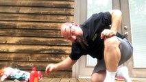 Ce papa fait une blague à sa fille avec une poupée tueuse. Flippant mais tellement drole