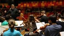 Mikko Franck, chef d'orchestre du Philharmonique de Radio France, dirige l'Orchestre des lycées français du monde