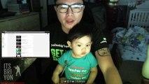 """Bébé s'endort en jouant de la """"Air Batterie"""" sur les genoux de son père"""