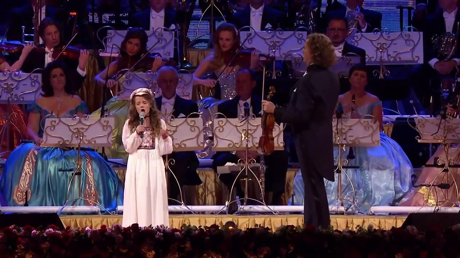 Она вышла на сцену и начала петь, в зале плакали все