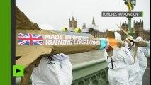 Londres : des opposants à la ventes d'armes à l'Arabie saoudite défilent avec des missiles factices