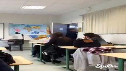 Un professeur pète un plomb en classe à Renne