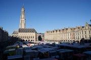 Au marché du samedi matin sur les places d'Arras