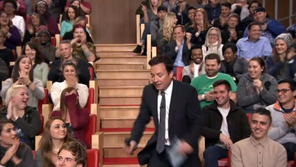 Jimmy Fallon fait le tour du public ! - The Tonight Show du 15/03 sur MCM !
