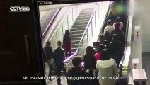 Énorme chute dans un escalator chinois