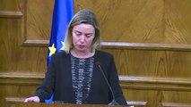 La chef de la diplomatie de l'UE craque après les attentats