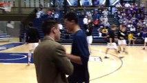 Ce coach-assistant de basketball félicite ces joueurs avec des accolades très fun !