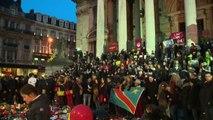 Attacco a Bruxelles, alla Bourse continua l'omaggio alle vittime