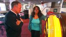 Gloria Gaynor serenades CBS News' Jim Axelrod
