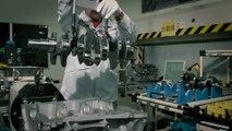 L'assemblage d'un moteur de voiture de course Nissan - 2017 Nissan GT-R