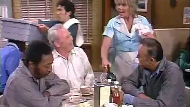 All in the Family S7 E01 - Archies Brief Encounter (Part 1)