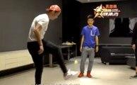 Quand Cristano Ronaldo jongle avec une balle de tennis pour un programme chinois