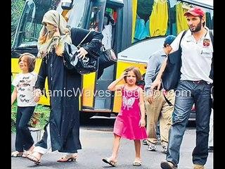Shahid Afridi in presence of Maulana Tariq Jameel