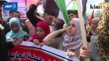 Palestinians, Arab Israelis march to mark 'Land Day'