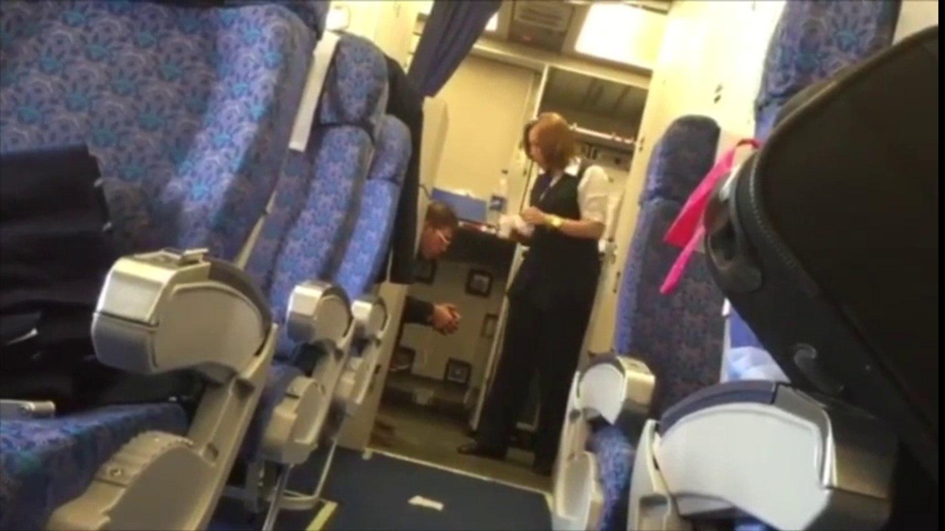 Egyptair: Secuestrador toma café con azafata mientras sujeta cables de su cinturón