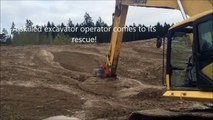 Un Faon coincé dans la boue est sauvé par une pelleteuse dans une carrière Américaine