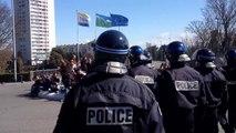 Des CRS gazent des manifestants non violents à Saint-Brieuc