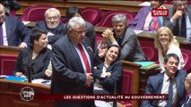 Ambiance potache entre Manuel Valls et François Baroin lors des QAG au Sénat