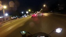 Des motards débiles s'en prennent à un automobiliste juste parce qu'il les a doublé