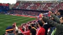 Jugadores del Atlético de Madrid volvieron al campo de juego para aplaudir a su hinchada (02.04.2016)