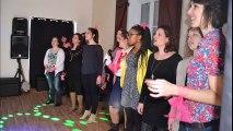 Pauline et ses copines avec l'association Si Fa Si La chanter