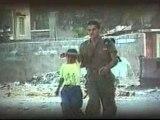soldats d'israel Brutalisant Un Enfant Palestinien