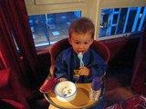 17/04/08 : Arthur mange son formage tout seul