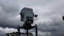 Il construit un vrai véhicule Star Wars dans son jardin ! Maquette de l'AT-ST - Le retour contre attaque - AT ST Walker