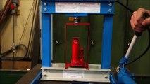 Inception : presser une presse hydraulique avec une autre !