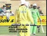 Asif Mujtaba last ball 6 vs Australia Benson & Hedges World Series 1992-93 Match 4 - YouTube