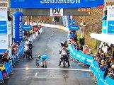 Curiosa celebración de Diego Rosa, tras ganar Vuelta al País Vasco