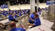 Ils battent le record de dominos humains avec une chaîne de 13 minutes