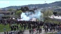 Le bus de l'OGC Nice accueilli par des fumigènes