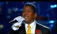 Jermaine Jackson canta Smile en el funeral de Michael Jackson