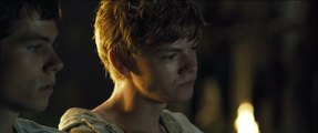 [HD] Thomas (Dylan OBrien) & Newt (Thomas Sangster) Almost Kiss - The Maze Runner