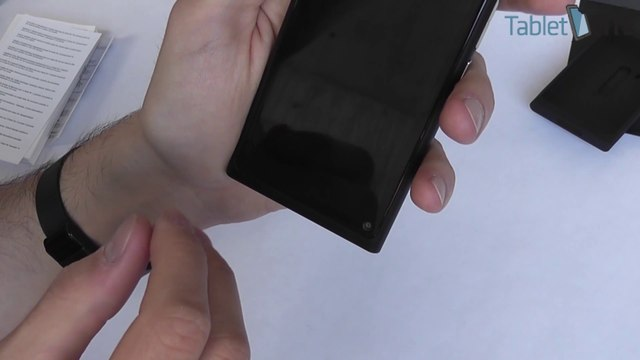Nokia N9 unboxing - preview and quick look at the Nokia N9 with Meego