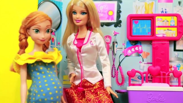 Frozen Anna TWINS AllToyCollector Princess Anna goes to doctor Barbie Disney Frozen Parody S 2 E 2