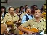 Musicos de la Policía Nacional tocando a la guitarra