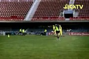 """Ronaldinho Gaucho """"VS"""" Christiano Ronaldo !! Joga bonito*"""