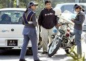 Azizi: Funny punishment by Traffic police to women Azizi telling