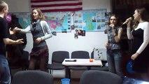 Las chicas rusas: Bailamos salsa y cantamos en español
