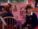 Mia se entera que Manuel/Miguel se acostó con Sabrina (Rebelde way VS Rebelde)