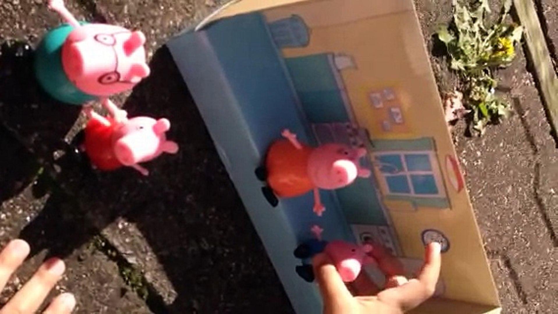 Kids playing Peppa Pig toys