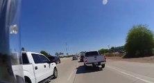Un cycliste complètement fou prend une autoroute en sens inverse