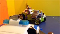Imaginext Batman and Robin chase down Bank Robbers after Bank shoot out Super Heroes Fight