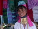 """Birmanie: les """"femmes girafes"""" rêvent d'un autre tourisme pour leur région"""
